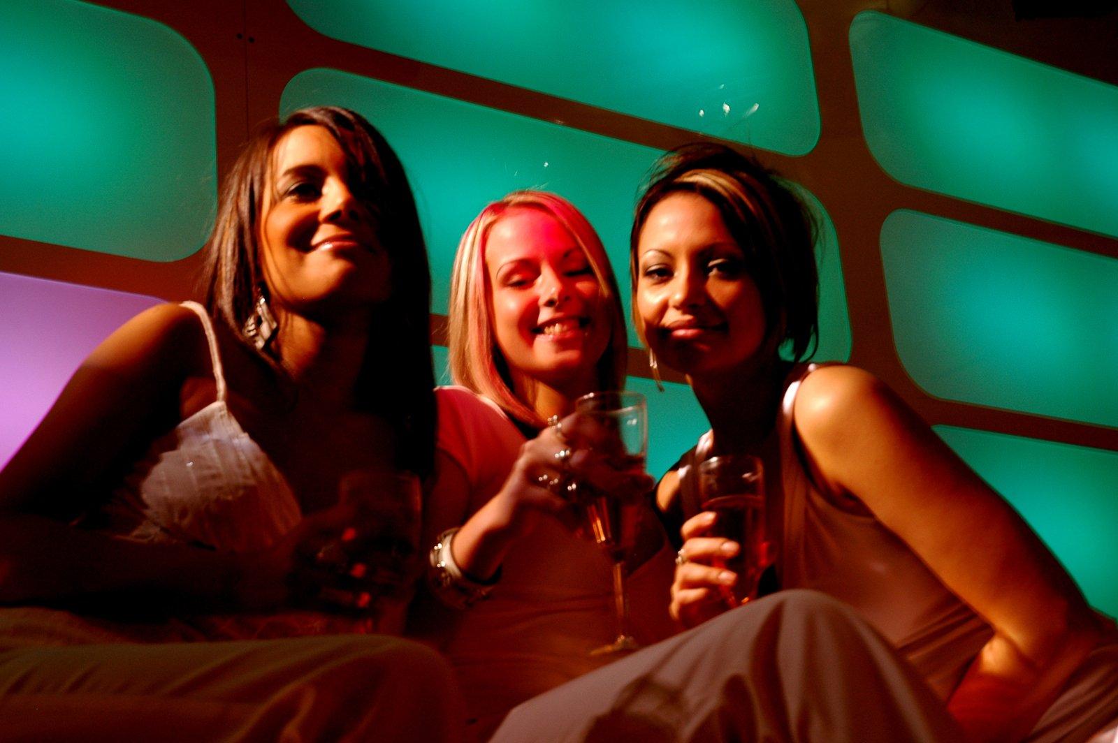 Drei Frauen gemütlich
