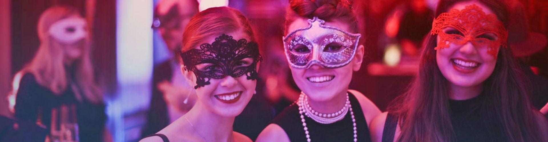 Frauen-mit-Masken